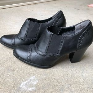 St Johns Bay booties. Black Sz 7 New without box